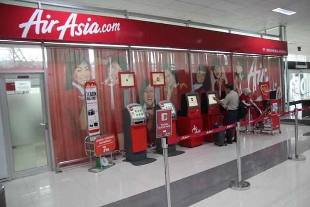 Check-in e medidor de bagagem da Air Asia