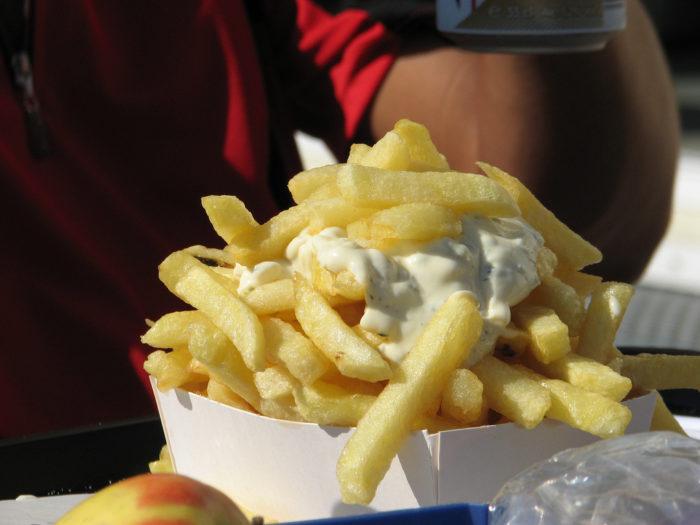 Batata Frita com maionese na Bélgica