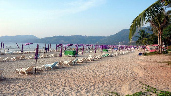 A praia de Patong Beach, na Tailândia
