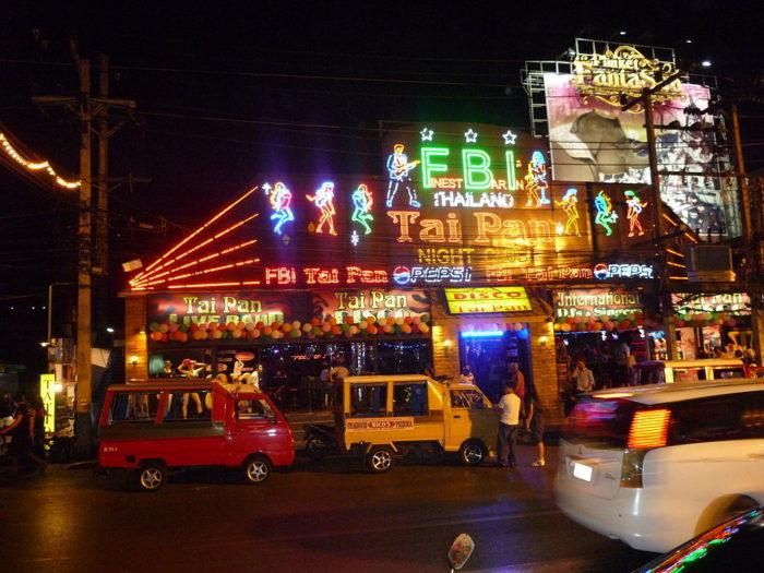 Agito na noite de Patong Beach, na Tailândia