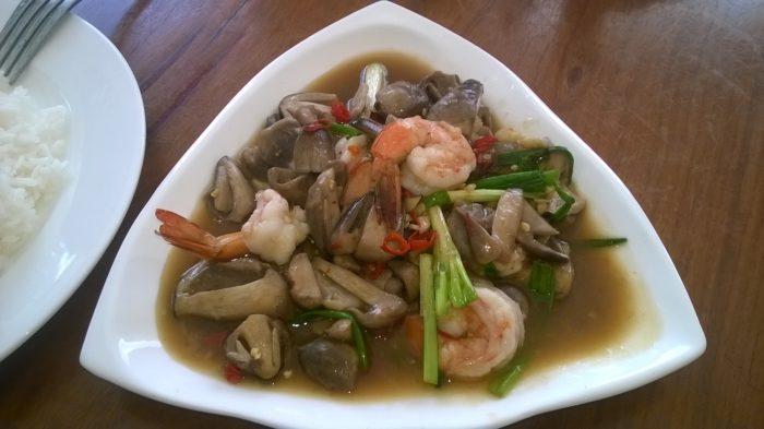 Bom almoço no restaurante da fronteira, no Camboja