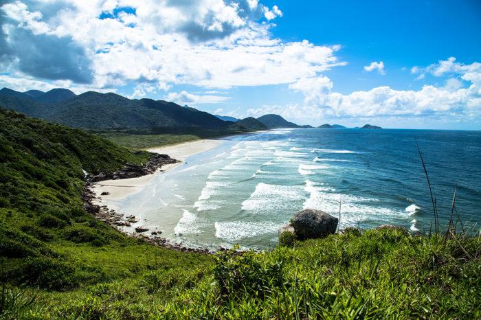a Praia da Laje na Ilha do Cardoso
