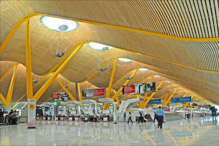 Interior do Aeroporto de Barajas em Madri