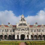 Na NOVA ZELÂNDIA, a bela Estação de TRENS de Dunedin