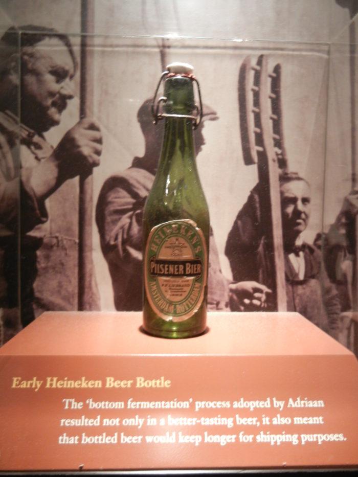 Antiga garrafa no Heineken Experience em Amsterdã, Holanda